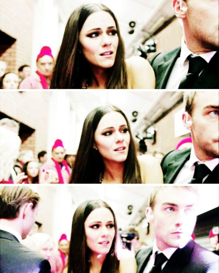 can we juST TALK ABOUT THE WAY SHE LOOKS AT HIM PLS be a jaspenor shipper is so heartbreaking
