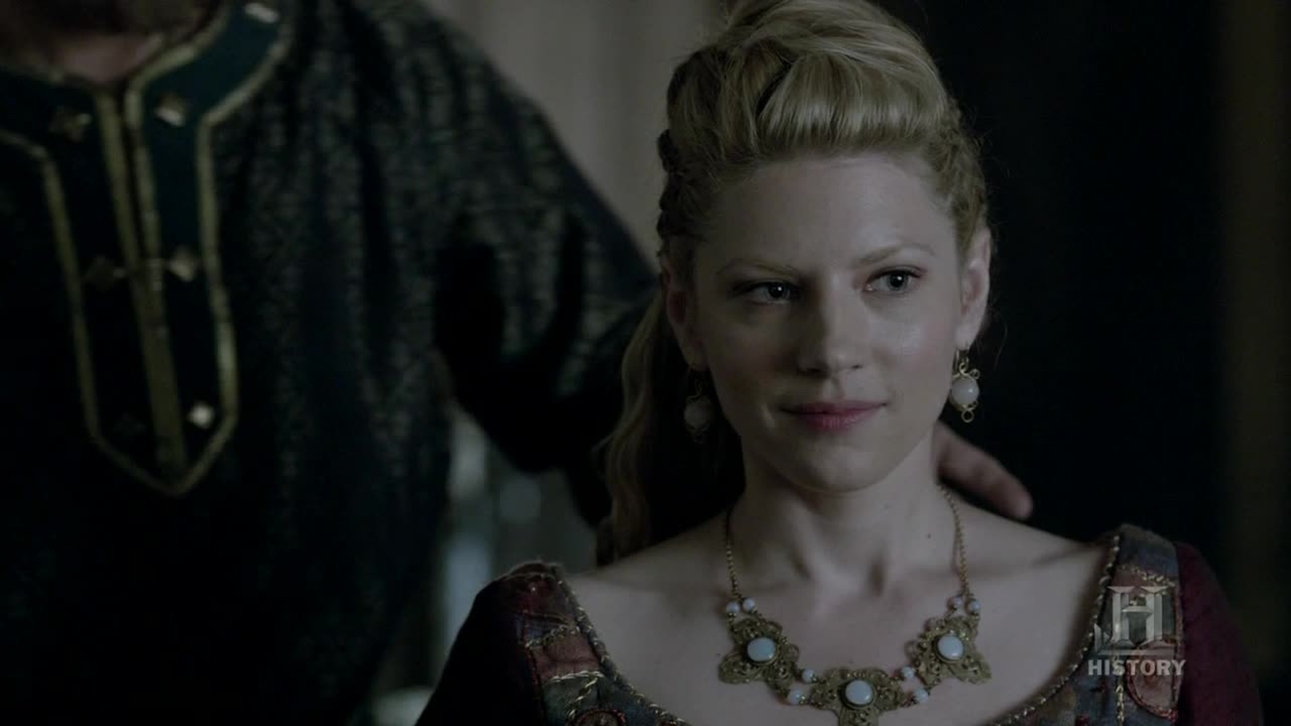 Lagertha is better with a sword in her hand than with a necklace on her neck.